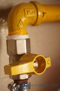 over-tightened-water-tap-pipes-tap-faucet-singapore_wm